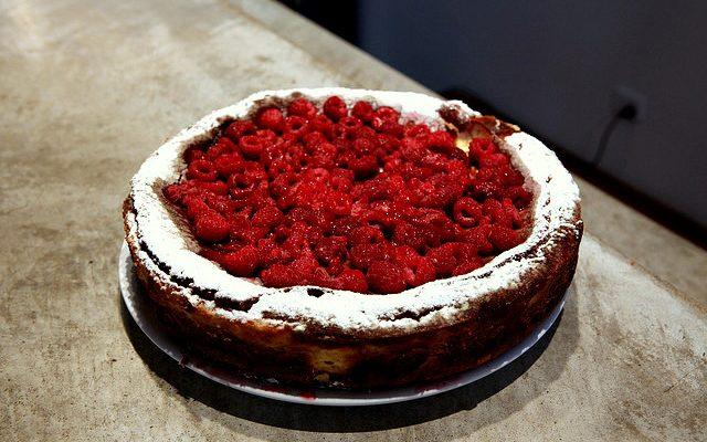 Il cheesecake ai lamponi e ricotta con la ricetta semplice