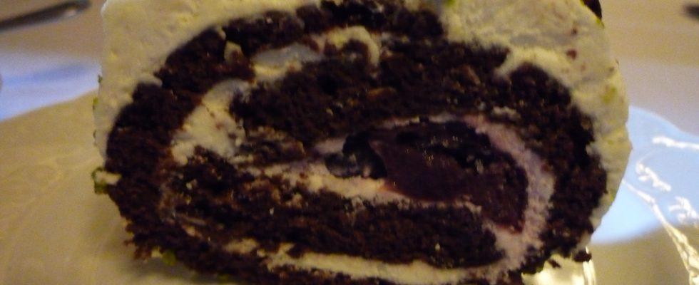 Il dessert con ciliegie e cioccolato per un fine pasto da re