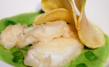 """Fish and chips: la ricetta di Tommaso Arrigoni di """"Detto Fatto"""""""