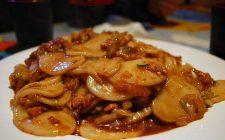 Gli gnocchi di riso con verdure e salsa di soia con la ricetta sfiziosa