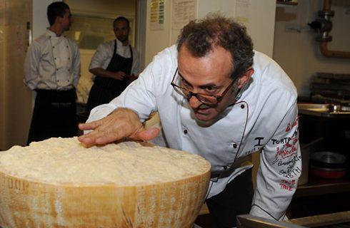 """Chef Massimo Bottura alla presentazione di """"100 chef per 10 anni"""": """"La cucina non è arte, è artigianato"""""""