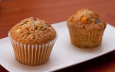 I muffin con le albicocche fresche per la merenda estiva