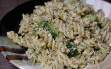 Pasta con pesto di menta e pecorino: il primo piatto estivo di Antonella Clerici
