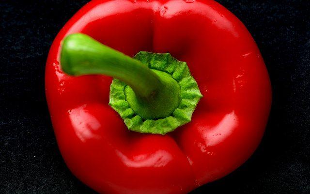 I peperoni all'insalata crudi con la ricetta veloce