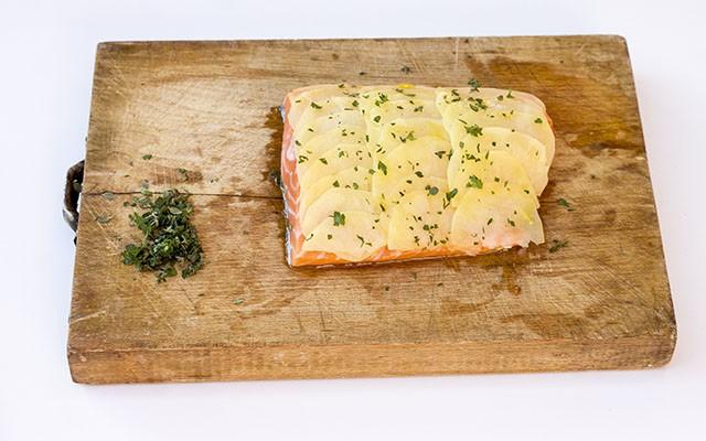 salmone in crosta di patate step3