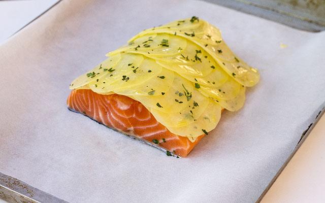 salmone in crosta di patate step4