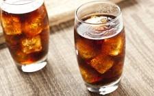 Le bevande gassate fanno male davvero?