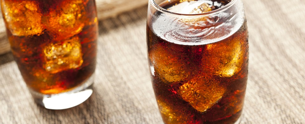 Le bevande gassate fanno davvero male?