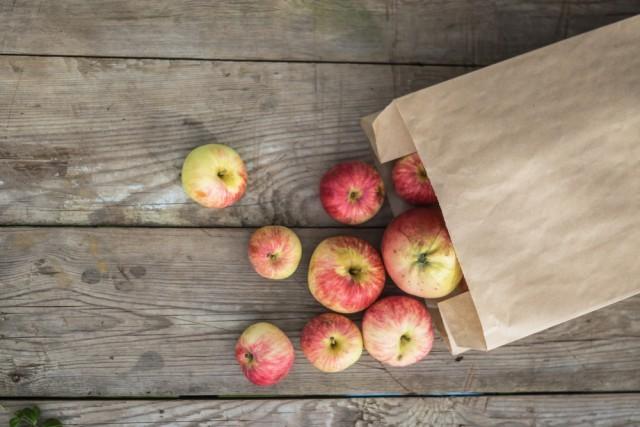 mele in sacchetto di carta