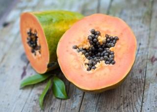 Più di una moda: perché la papaya fa bene?