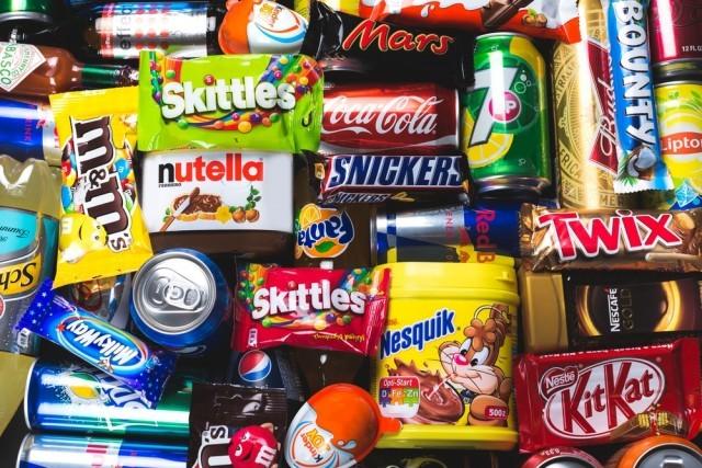 Ricche di grassi aggiunti (idrogenati e non) le merendine e il cioccolato di produzione industriale rappresentano un rischio per la nostra salute.