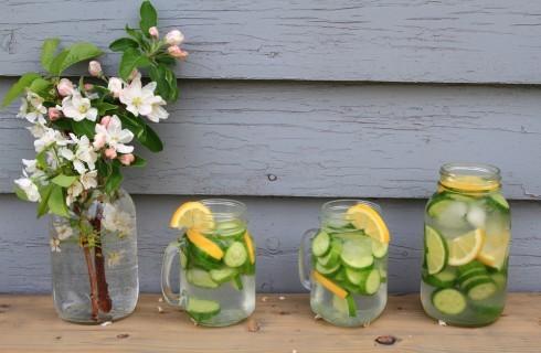 Per rinfrescarsi: 5 acque aromatizzate da provare a casa