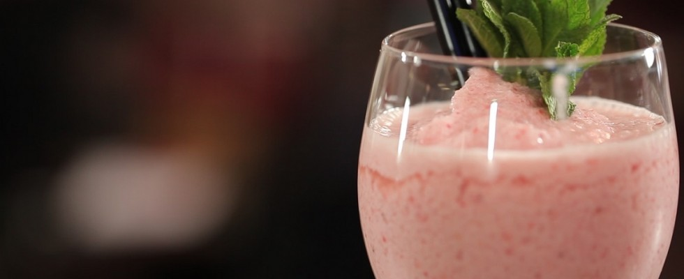 Light Frozen alla fragola, il video cocktail