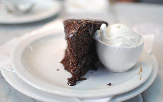 Torta al cioccolato con albumi: la ricetta golosa di Anna Moroni