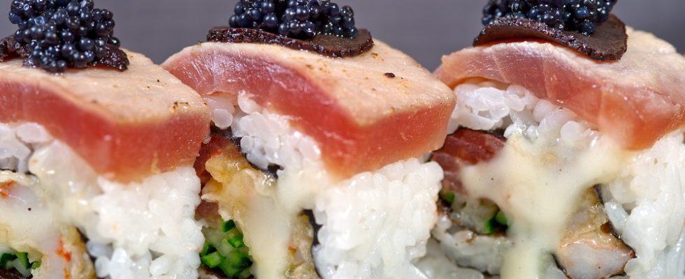 L'uramaki con la ricetta del sushi giapponese