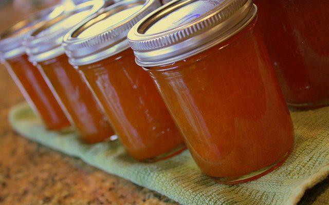 La marmellata di albicocche e mandorle con la ricetta per il Bimby