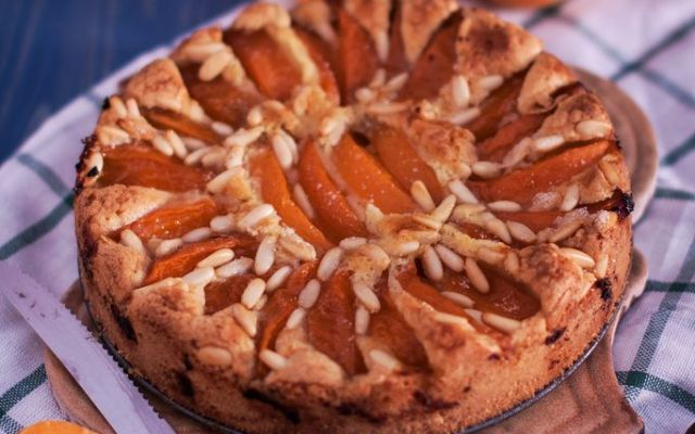 La crostata di albicocche sciroppate con la ricetta semplice