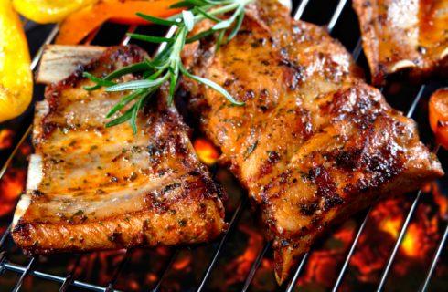 Le migliori salse speziate per carne da usare nei barbecue estivi