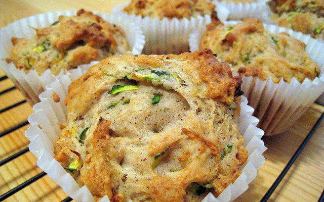 Muffin salati alle olive e prosciutto: la ricetta veloce di Cristina Lunardini
