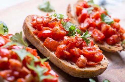 12 ricette a base di pane e pomodoro, semplici e buonissime