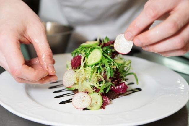 impiattare un'insalata