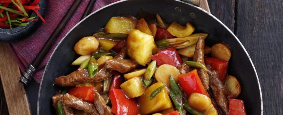 Manzo in agrodolce con ananas e peperoni