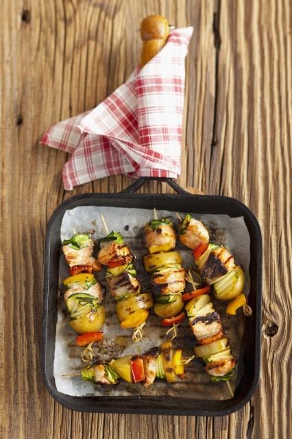 148 spiedini di salmone e verdure