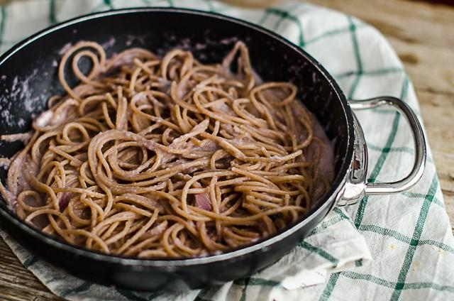 Spaghetti integrali in crema di cipolle-4