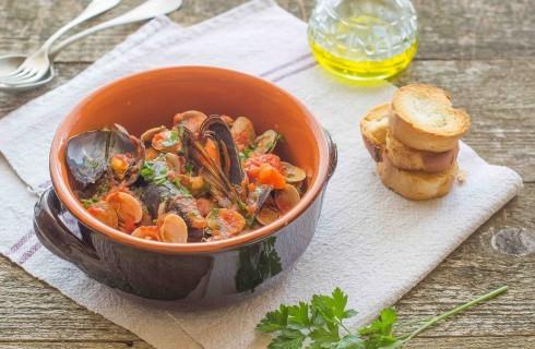 Zuppa di frutti di mare con cozze e vongole