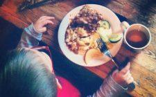 Il bon ton a tavola per bambini, ecco le regole da insegnare