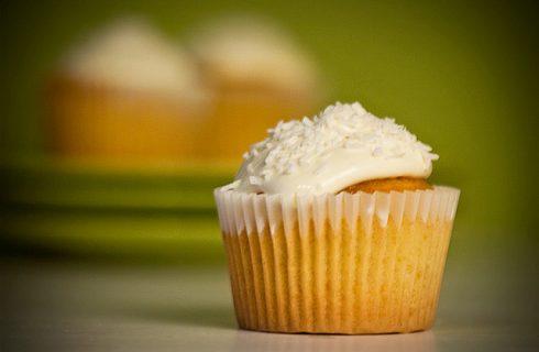 I cupcake con glassa al cocco con la ricetta facile
