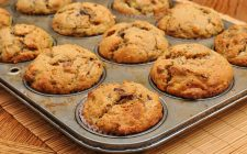 I muffin all'uva passa per una colazione golosa
