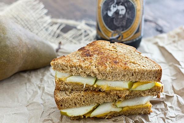 panino con pere e formaggio