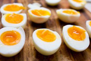 9 metodi infallibili per cuocere (e sgusciare) le uova sode