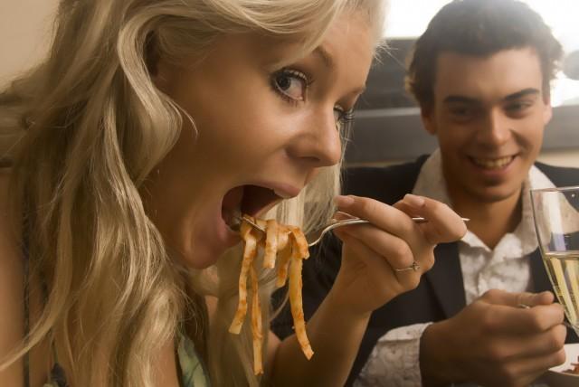 Mangiare spaghetto