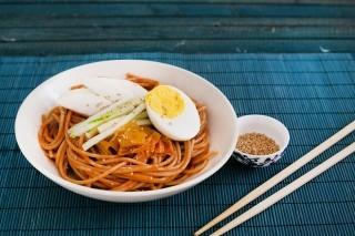 Bibim naengmyon: spaghetti freddi