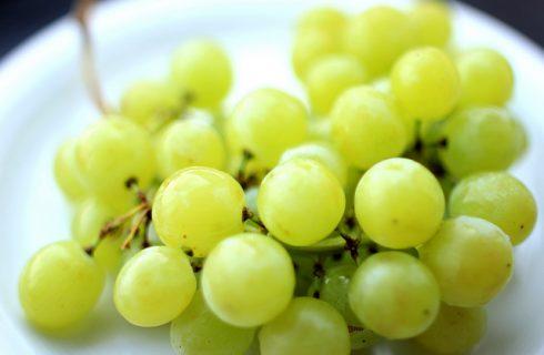 L'antipasto con uva e parmigiano con la ricetta sfiziosa