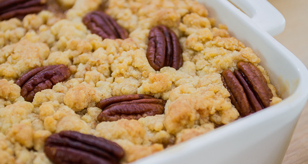 Crumble alle mele e noci: la ricetta golosa di Bake Off Italia 3
