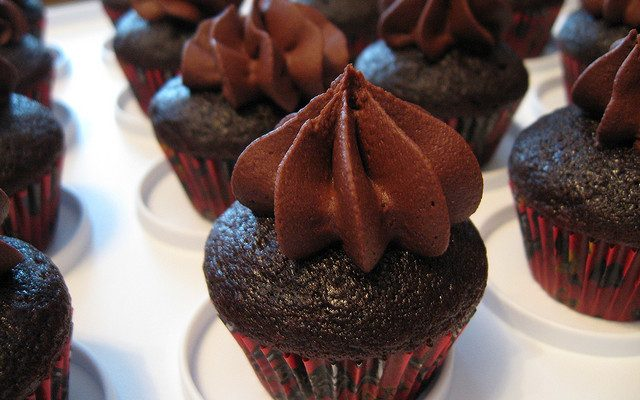 Il frosting al philadelphia e cioccolato con la ricetta facile
