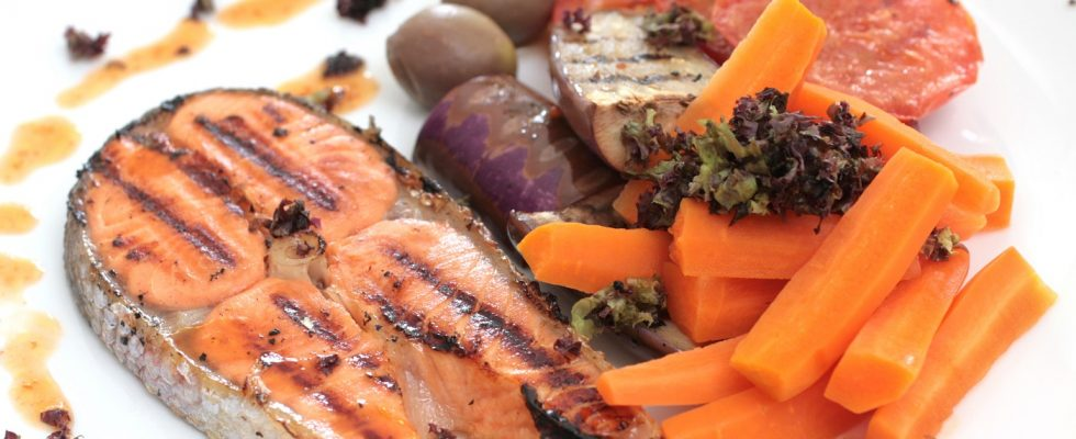 Il salmone alla piastra con salsa teriyaki: ecco la ricetta