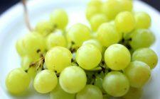 Salsicce con uva bianca: il secondo piatto gustoso di Anna Moroni
