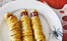 """Le ricette di Halloween per fare i wurstel """"mummia"""""""