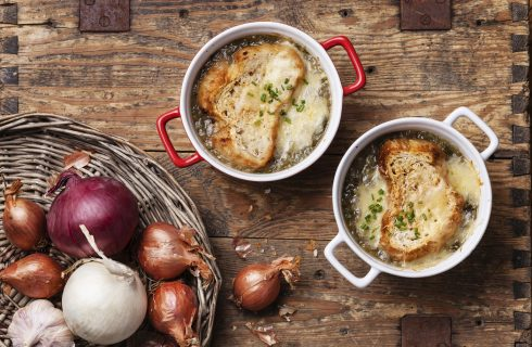 La zuppa di cipolle secondo la ricetta tradizionale francese