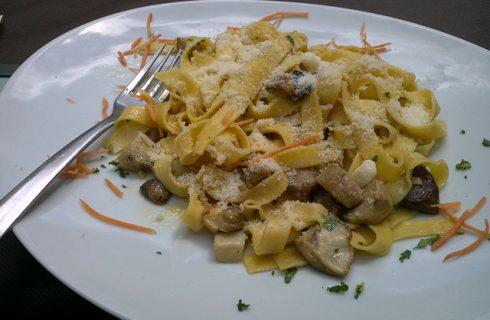La pasta con radicchio e funghi porcini con la ricetta facile