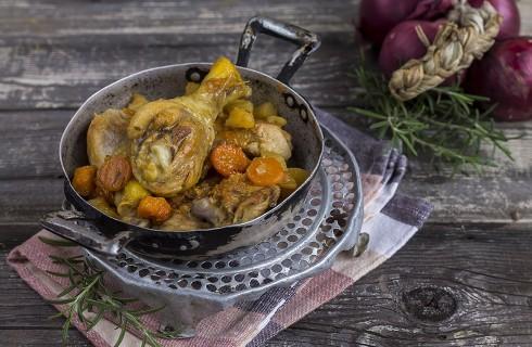 Pollo in padella con patate, carote e zucca