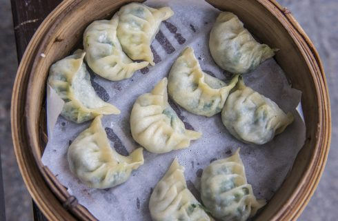 I ravioli cinesi con i gamberi nella ricetta da fare in casa
