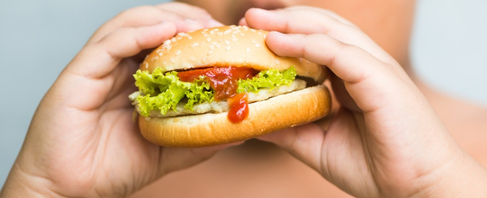Ecco i 10 cibi che causano obesità nei bambini