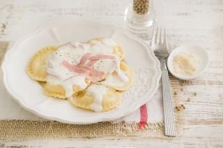 Sorrentinos, ravioli con prosciutto e mozzarella