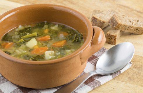 La zuppa di verdure senza patate e legumi per chi è a dieta
