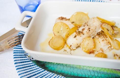 Nasello al forno: limone e semi di finocchio